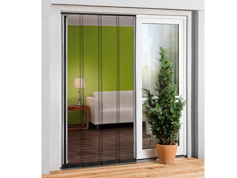 Ochronna zasłona lamelowa na drzwi